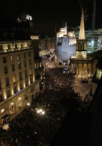 U2 en la terraza de la BBC (gente)