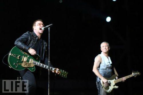U2 live at Barça